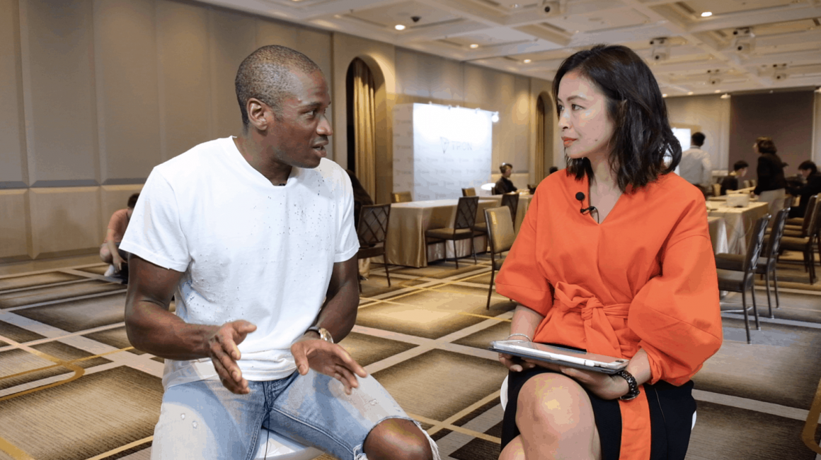 BitMEX owner Arthur Hayes (left) talks to Forkast.News Editor-in-Chief Angie Lau in 2019. Photo: Forkast.news