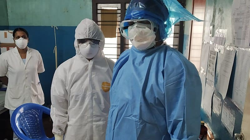 800px Healthcare workers wearing PPE 03