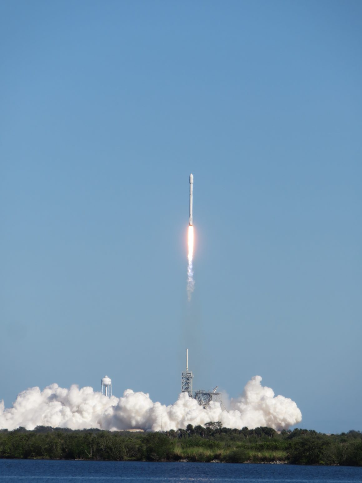 spacex-rocket-launch-from-kennedy-space-center