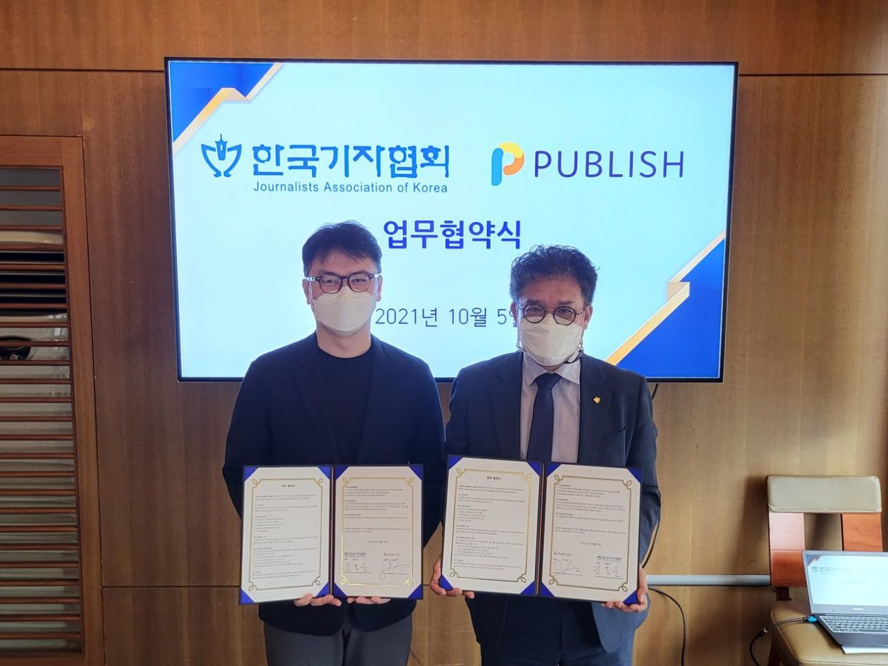 PUBLISH CEO Sonny Kwon (left) and Journalists Association of Korea Chair Kim Dong-hun (right)   South Korean tech company partners journalist association to improve news ecosystem through blockchain
